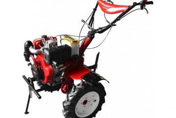 Munca cu motocultoare ajuta agricultorul la nevoie