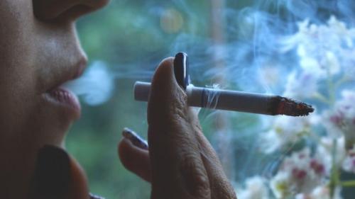 În Russia se interzice fumatul pe balcon