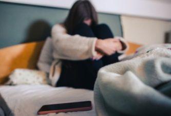 Trei tineri au violat o minoră, unul dintre violatori era iubitul fetei