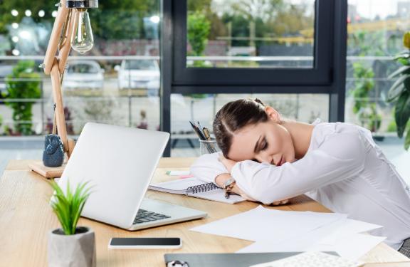 Oboseala cronică îți dă bătăi de cap? Iată remediile!